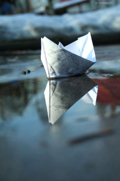 фото бумажный кораблик