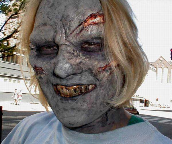 Маски ужасных киноперсонажей, думаю если надеть такую маску то есть хоть...