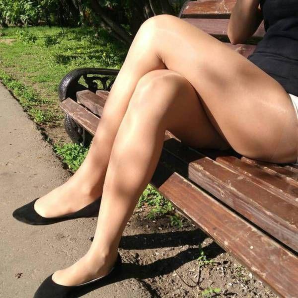 В магазине подсмотрел ножки, фото интим висячие старые сиськи