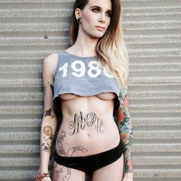 Девушку с татуировками ебут, порнушка с интересным сюжетом