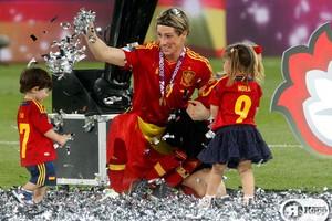 Фернандо Торрес с сыном Лео и дочкой Норой