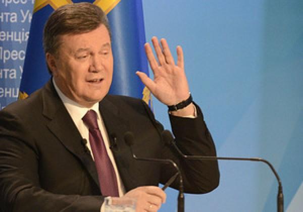 З днем народження, друже: кримчани привітали Януковича, стоячи в ...